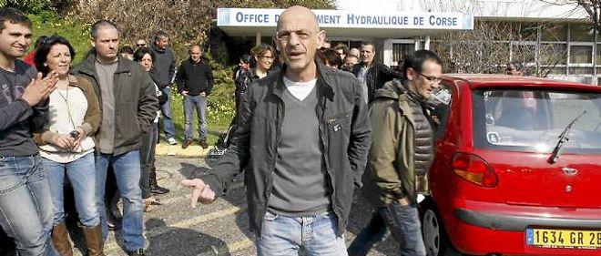 Un piquet de grève devant l'Office d'équipement hydraulique de Corse.