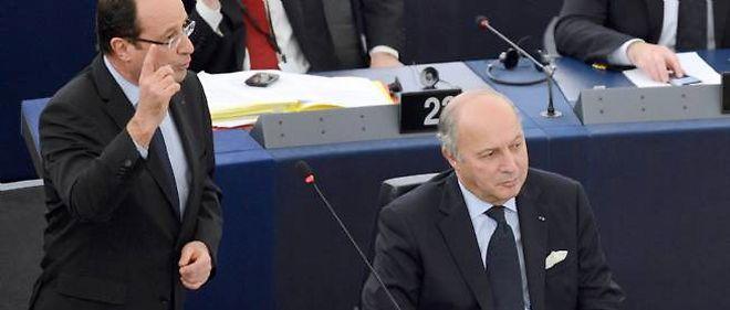 François Hollande et Laurent Fabius, mardi à Strasbourg.