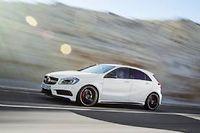 La Mercedes A45 AMG devient la berline compacte la plus puissante du moment avec son 4 cylindres 2 litres de 360 ch. De quoi bousculer la hiérarchie en place.