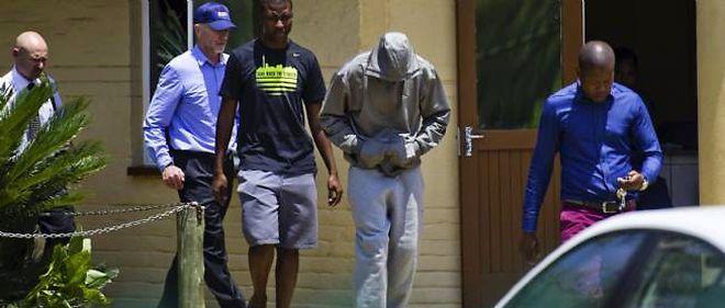 Oscar Pistorius lors de son arrestation, le 14 février, en Afrique du Sud.