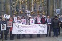 Les victimes de l'Amiante, qui font partie de l'Andeva, se sont réunies devant le Palais de justice. ©Marc Leplongeon