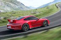 La nouvelle 911 GT3 cumule les innovations techniques avec une boîte double embrayage, un différentiel à blocage actif et... 4 roues directrices!