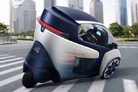 Étonnant engin électrique, l'i-ROAD veut assurer la continuité du voyage entre transport public et individuel.