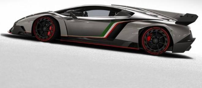La Lamborghini Veneno ressemble à une voiture de course et sa fiche technique ne fait rien pour dissiper cette impression avec 750 ch pour 1450 kg.