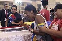 Des milliers de vénézuéliens sont venus rendre hommage à Hugo Chavez ©Sipa