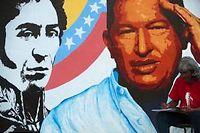 Une fresque à Caracas représentant Simon Bolivar et Hugo Chavez. ©Raul ARBOLEDA