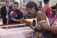 Jusqu'à deux millions de Vénézuéliens se sont relayés depuis mercredi pour rendre un dernier hommage à Hugo Chavez, décédé mardi d'un cancer.