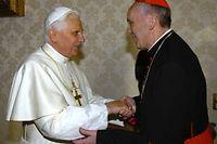 Benoît XVI (alors pape) et Jorge Mario Bergoglio (alors cardinal), le 13 janvier 2007. ©Arturo Mari