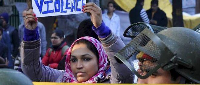 Ce drame survient alors que les Indiennes manifestent de plus en plus contre les viols et agressions sexuelles dont elles sont victimes dans tout le pays, souvent en toute impunité.