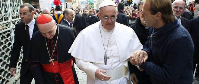 Le pape François dans les rues de Rome, dimanche matin.