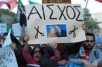 Des Chypriotes protestent contre le plan qui prévoit d'instaurer une taxe exceptionnelle de 6,75 % sur tous les dépôts bancaires. ©Humberto de Oliveira