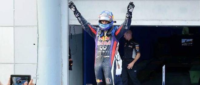 Sebastian Vettel remporte le 27e Grand Prix de sa carrière devant son coéquipier Mark Webber.