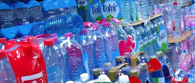 10 % des eaux en bouteille portent des traces de médicaments et de pesticides.