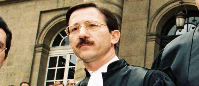 Jean-Michel Gentil devant le palais de justice de Paris, le 5 mai 1998 lors d'une manifestation contre une réforme de la justice. ©Witt / Sipa Press