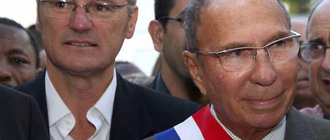 Le maire sortant de Corbeil-Essonnes Serge Dassault (à droite) et l'ex-candidat à l'élection municipale Bruno Piriou participent à l'inauguration de la foire-exposition de Corbeil-Essonnes, le 5 septembre 2009.