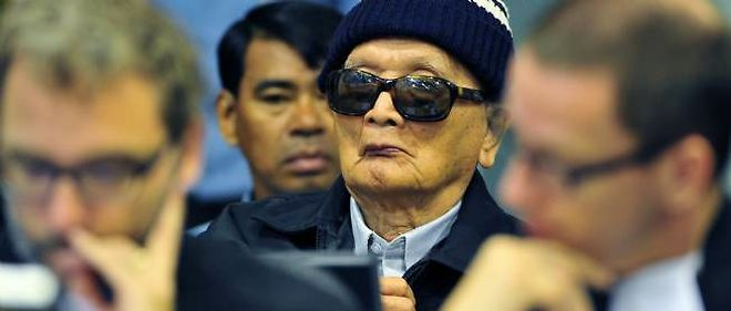 """L'ex-idéologue du régime de Pol Pot, Nuon Chea, avait quitté la salle d'audience mardi en déclarant simplement : """"Je vais sortir et retourner dans mon centre de détention."""""""