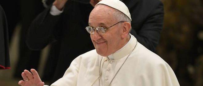 Le pape François lors de sa première audience avec les représentants des médias au Vatican.