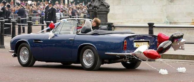 Le prince William avait emprunté à son père le cabriolet Aston Martin DB6 le 29 avril 2011 pour son mariage avec Catherine Middleton. Le vin blanc coulait à flots dans les carburateurs du 6 cylindres en ligne anglais, converti au bioéthanol.