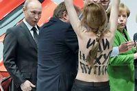 Vladimir Poutine a été interpellé par des Femen le 8 avril, au Salon de l'Industrie ©Jochen Lübke
