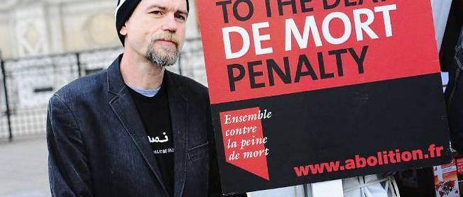 Un manifestant contre la peine de mort, à paris, en 2003. Photo d'illustration.