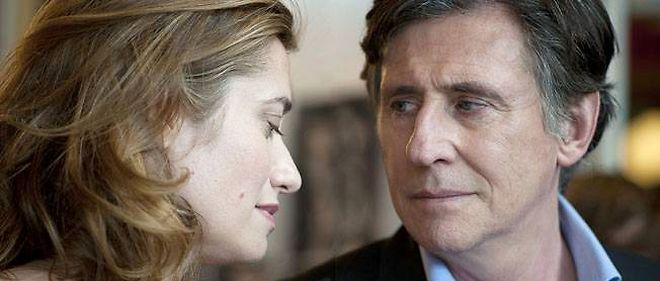 """Emmanuelle Devos et Gabriel Byrne dans """"Le temps de l'aventure"""" de Jérôme Bonnell."""