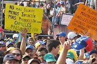 Manifestation de soutien à Henrique Capriles. Sur le panneau jaune, à droite :