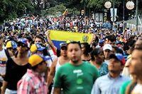 Des partisans de l'opposant Henrique Capriles, lundi, dans les rues de Caracas. ©Brazil Photo Press