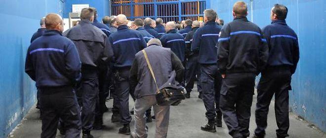 Fouille générale de la prison avec plus de 100 gardiens venus en renfort avec des serruriers, à 5 h 30 jeudi matin.