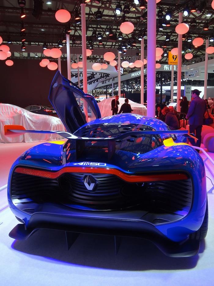 L'Alpine au bout du petit stand Renault, seul grand constructeur non encore implanté en Chine