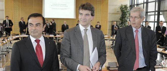Philippe Varin (à droite) aimerait rééditer pour PSA Peugeot Citroën ce que son homologue de Renault, Carlos Ghosn, a réussi avec son accord de compétitivité chez Renault. Au milieu, Arnaud Montebourg, ministre du Redressement productif, n'a pas toujours contribué à l'avancement du dossier.