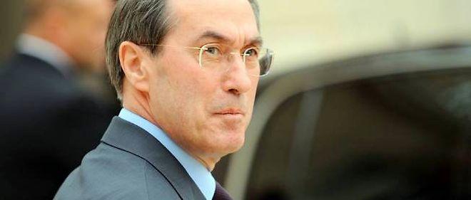 """Claude Guéant fait face à des accusations du """"Canard enchaîné""""."""