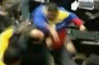 Bagarre au Parlement vénézuélien (Capture d'écran)