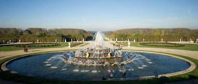 Le bassin de Latone, dans les jardins du château, actuellement en rénovation.