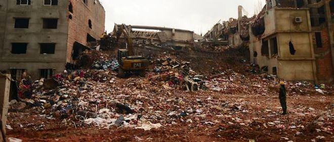 Photo des restes de l'immeuble effondré au Bangladesh.