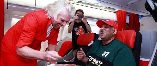 Branson en hôtesse de l'air : un pari avec le patron de Lotus