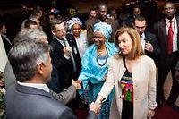 Mintou Traoré et Valérie Trierweiler, le 15 mai 2013. ©Thomas Martinez/AP