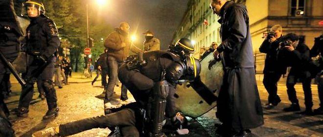 Échauffourées entre forces de l'ordre et manifestants anti-mariage homosexuel le 19 avril.