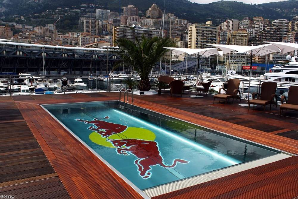 Une piscine sur une barge, rien n'est impossible pour le monde de la F1