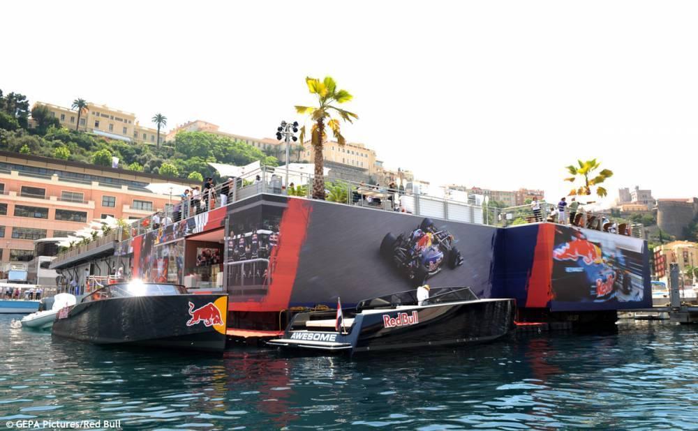 La barge Red Bull est une ville dans la ville