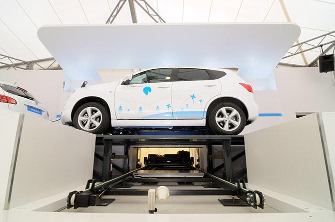 Le rack de batteries est psiitonné en échange sous la voiture, spécialement concçue pour l'accueillir