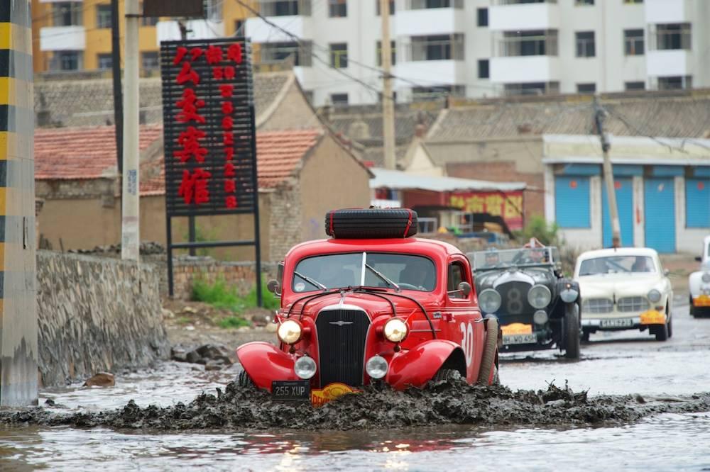 Des conditions de route très variables tot au long des quatre semaines de course ©  Gérard Brown