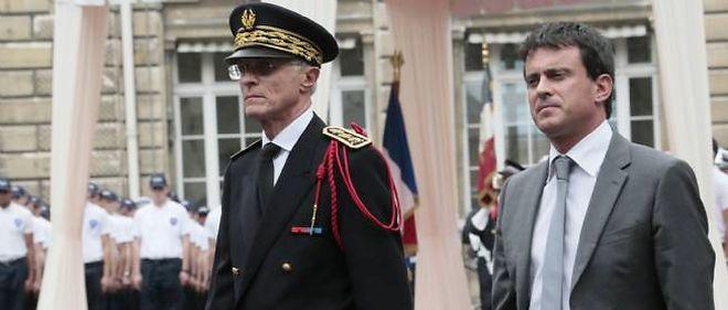 Le préfet de police de Paris Bernard Boucault,en compagnie de Manuel Valls.