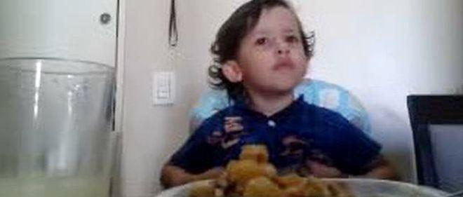 Luiz Antônio refuse de manger de la viande.
