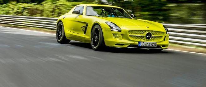 C'est désormais la Mercedes SLS AMG Electric Drive qui détient le record de la voiture électrique de route la plus rapide sur le circuit du Nürburgring.