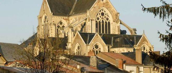 L'église Saint Pierre à Gesté (Maine-et-Loire), sauvée par les juges, condamnée par le maire ?