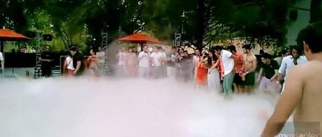 La fumée a gâché la fête et envoyé 9 personnes à l'hôpital.