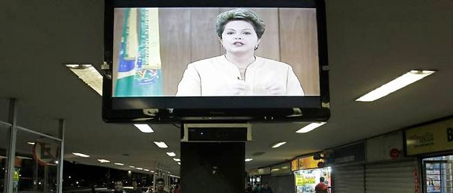 Dilma Rousseff s'est adressée aux Brésiliens à la télévision vendredi soir.