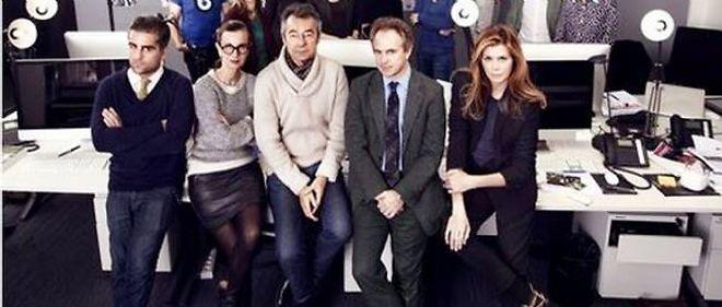 """La rédaction de la nouvelle édition française de """"Vanity Fair"""", avec l'ancien animateur du """"Grand Journal"""" de Canal +, Michel Denisot (au centre)."""