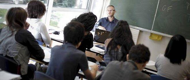 Des bacheliers résidents dans des quartiers difficiles ou issus de milieux sociaux defavorisés suivent un stage intensif de préparation aux études supérieures sur le campus de l'École polytechnique.