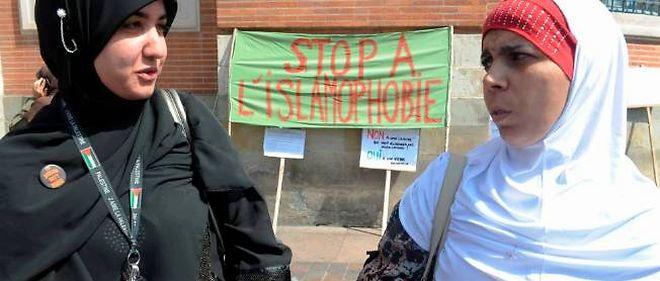 Les femmes sont les principales victimes des actes islamophobes, selon le CCIF.